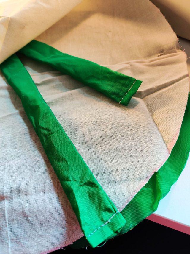 Coudre les cercle endroit contre endroit avec les bande à l'intérieur, Recycler les chutes de tissus: