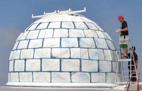 Le T1M est transformé en igloo.