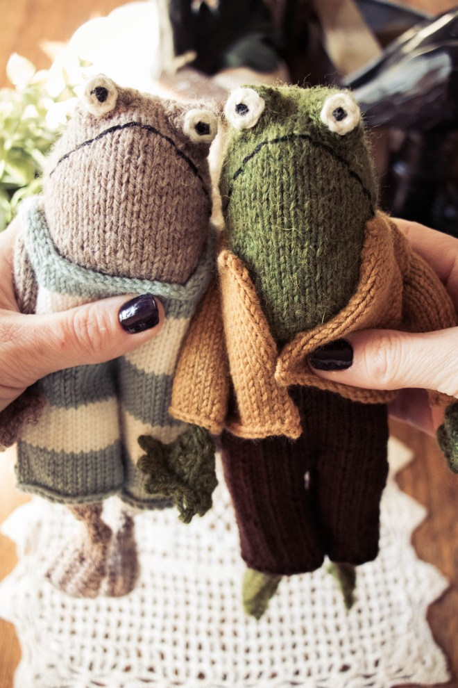 Frog and Toad knitted characters