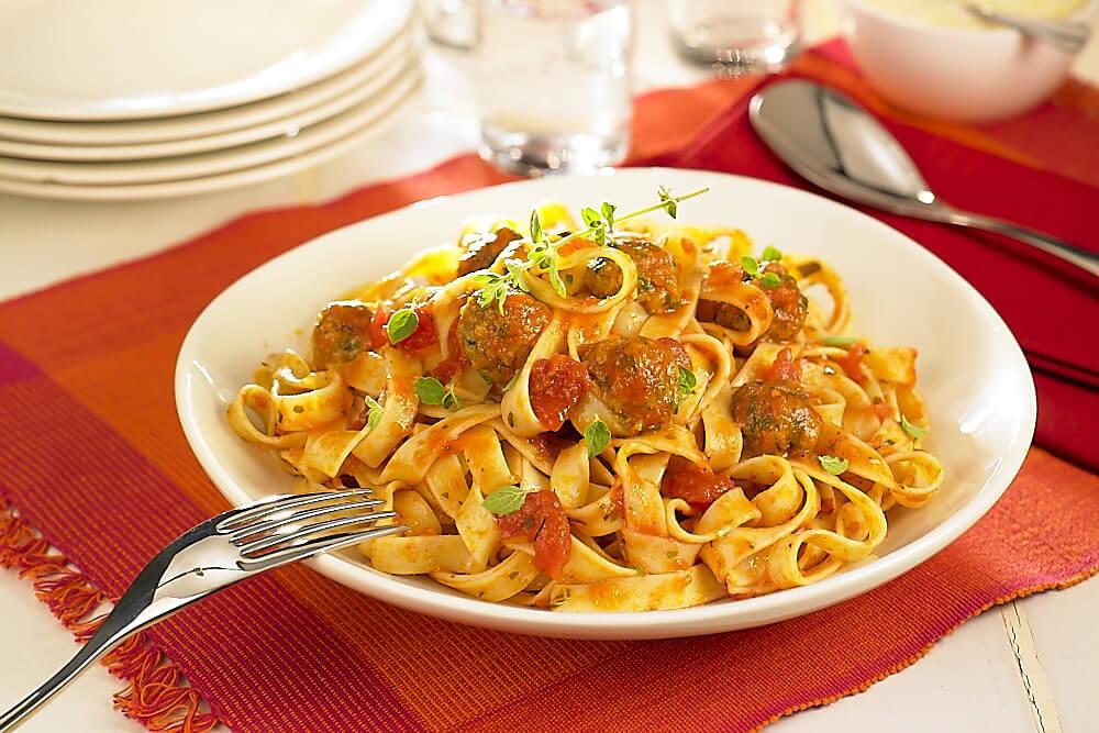 Tagliatelle sauce tomate et boulettes de viande