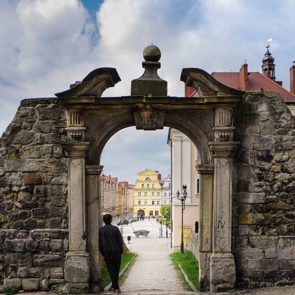 Utkn w portalu portal neogotyk citysquare Bolesawiec poland lookingat rynekhellip