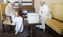 Allemagne-Argentine: deux papes, deux pays, deux footballs, une seule église