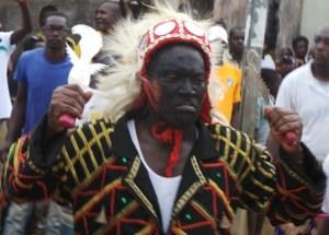 Djoman Bertrand a représenté les les Blessoué Djehou au cours de cette parade guerrière.