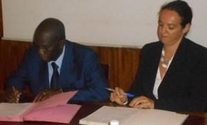 Signature de la convention de partenariat entre la Sodefor représenté par son Dg et la Wcf par sa directrice.