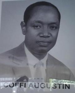 Coffi Augustin, l'ancien chef du village de Niamoué a été immortalisé à travers le hall villageois qui porte son nom.