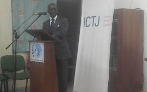 le procureur de la République, près le TPI, Richard Adou, lors de son intervention. Ph. EKB
