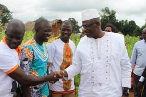 Ouattara Lassinan PR à une étape de sa tournée dans les localités de Korhgo.