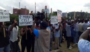 Tous ceux des manifestants contre la nouvelle Constitution ont été rapidement dispersés. (Ph: Dr)
