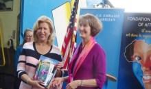 Œuvre sociale : l'Ambassade des USA fait don de 1500 livres à la Première Dame de Côte d'Ivoire