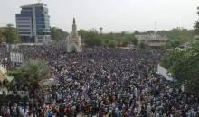 [Mali/Bamako] Des dizaines de milliers de manifestants descendent dans la rue pour exiger la démission du président IBK