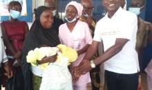 [Circonscription de Bazré-Kononfla/Législatives 2021] Frédéric BOUIKALO, candidat indépendant soulage les nouvelles mamans du centre de santé urbain de KAYETA
