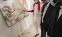 [Inauguration du Centre Culturel d'Adzopé] Le peintre Yapo Ayéa René surprend le ministre d'Etat, Patrick Achi à travers ses œuvres extraordinaires