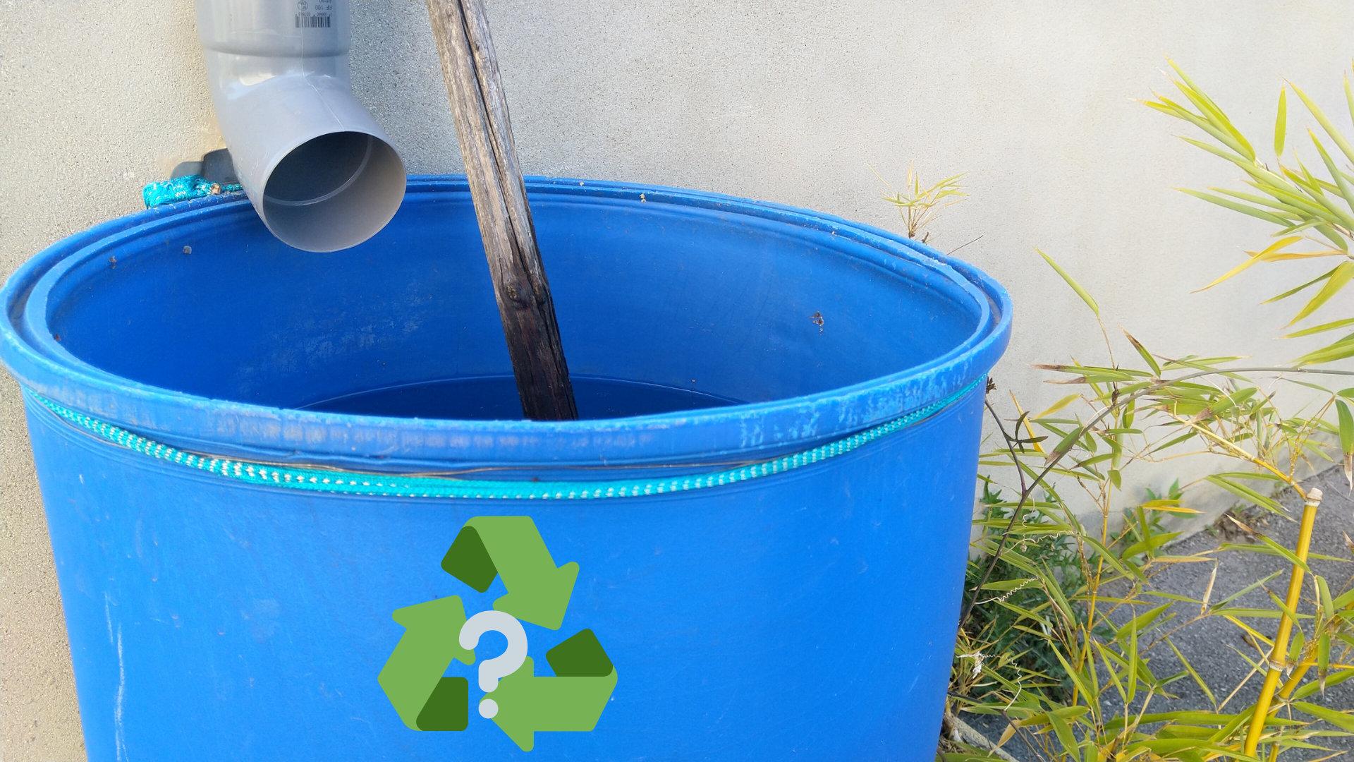 Permaculture design, ce récupérateur d'eau est un système du potager autonome