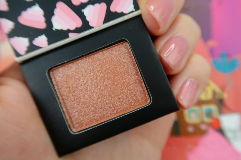 Whipped Wonderland Eye Shadow SWEET TOOTH ouvert - calendrier de l'avent Sugar Trip de NYX.