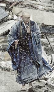 dans les ruines du tsunami
