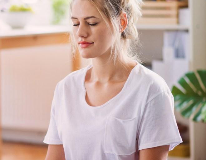 une personne qui fait de la méditation