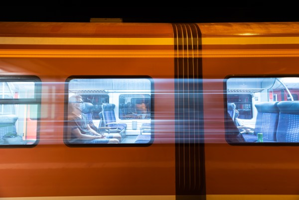 Der anfahrende Zug. (Foto: Andreas Lerg)