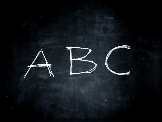 abc-text-auf-einer-tafel_102671-4978