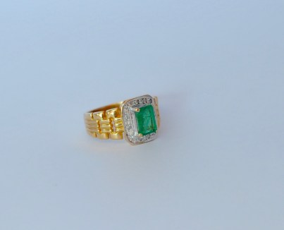 Emerald Ring with sidestones