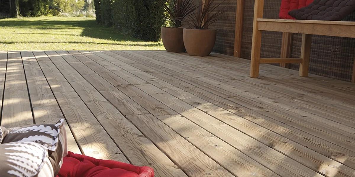 Come posare pavimento in legno esterno su travetti fai da te  Guide e Tutorial  LeroyMerlin