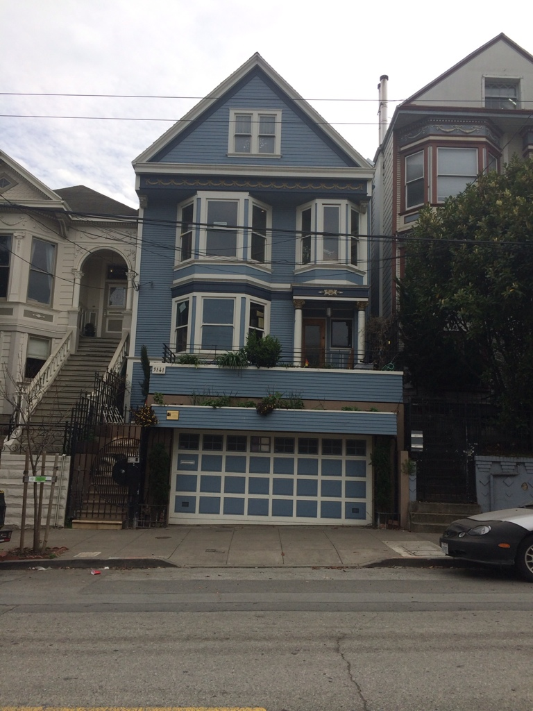 C'est Une Maison Bleue Paroles : c'est, maison, bleue, paroles, C'est, Maison, Bleue,, Adossée, Colline..., Aventures, Famille, Bourg