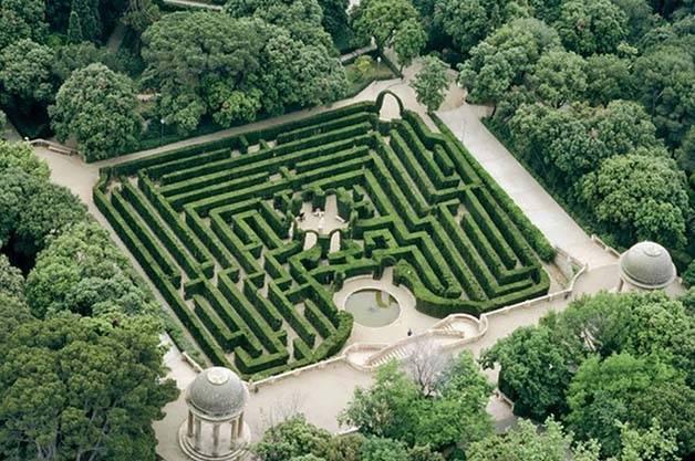 Parc du Labyrinthe dHorta un jardin secret