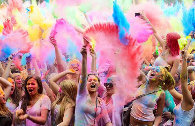 Holi le festival des couleurs qui en met plein la vue
