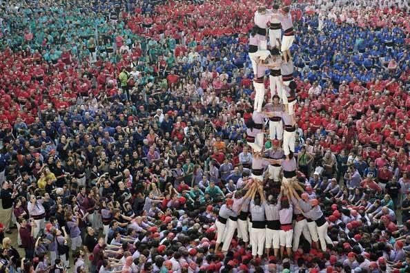 Castells la tradition des tours humaines un symbole catalan