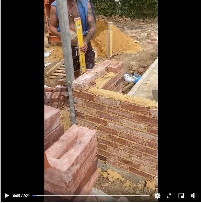 Montage mur brique