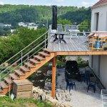 terrasse construite en hauteur par les Charpentiers montbardois à Montbard