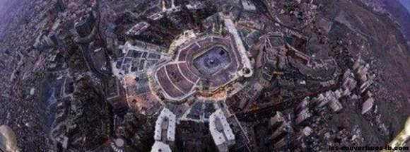 mecca vu de l'espace -Photo de couverture journal Facebook