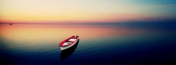 Petite barque au milieu de l'eau - Photo de couverture journal Facebook