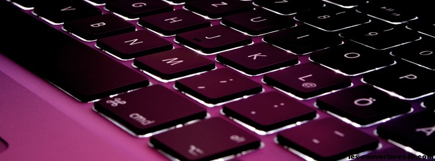 clavier violet -Photo de couverture journal Facebook