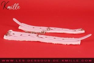 Kmille présente les menottes érotiques à fourrure, de la marque Be-Happy.