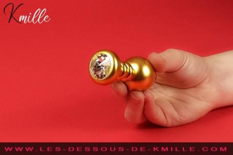 Kmille teste le plug anal Luv Plug Fetish Fantasy Gold, de Pipedream.