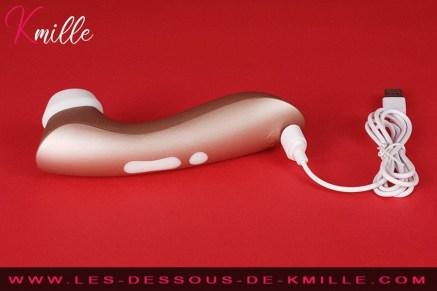 Test d'un stimulateur de clitoris sans contact avec vibration.