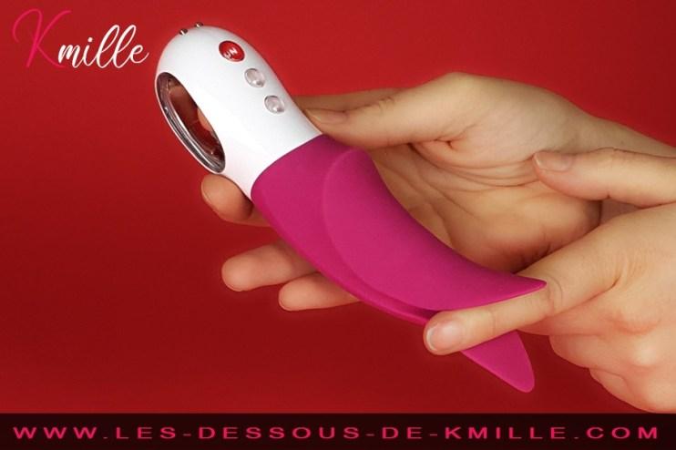 Kmille teste le stimulateur Volta, de la marque Fun Factory.