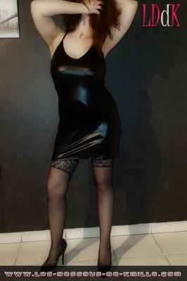 Image d'illustration – Kmille présente la mini robe noire Misty de la marque Leg Avenue.