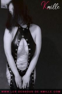 Présentation d'une pièce de lingerie dédiée à vos jeux intimes et/ou BDSM.