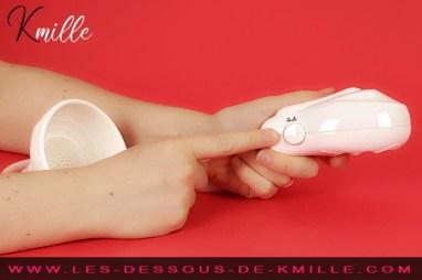 Kmille teste la pompe à sein vibrante BI-014091-8, de Pretty Love.