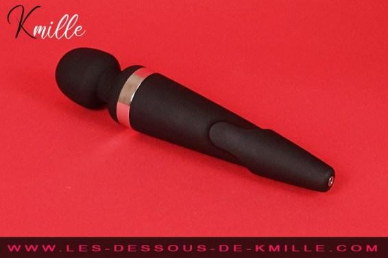 Test du wand connecté qui domine les plaisirs, de la marque Lovense.