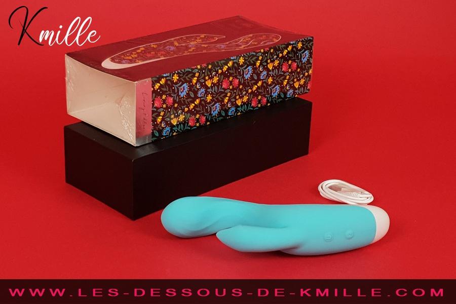 Kmille teste le vibromasseur rabbit Mia Dresde, de Dreamlove.