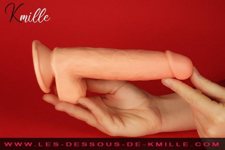 Kmille teste le gode ventouse articulé avec bourses, de Love and Vibes.
