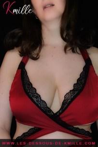Présentation d'un ensemble de 2 pièces de lingerie à nouer, de la marque Obsessive.