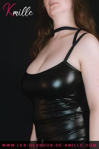 Présentation d'un top effet wetlook, de la marque Noir Handmade.