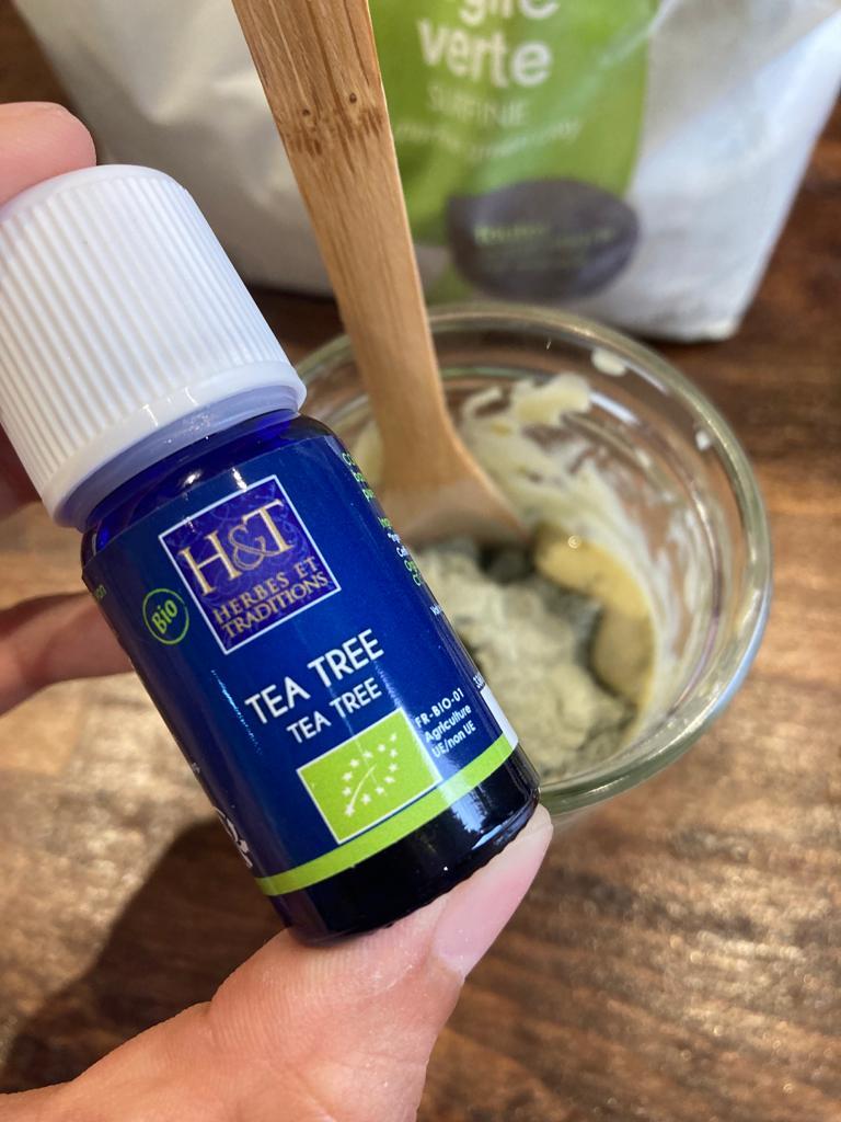 Huile essentielle d'arbre à thé pour assainir le dentifrice
