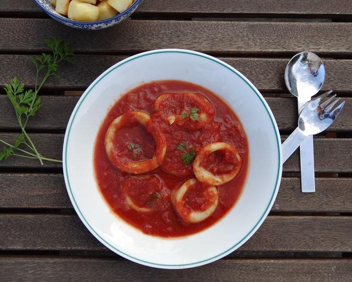 calamars à la tomate et pommes de terre rissolées
