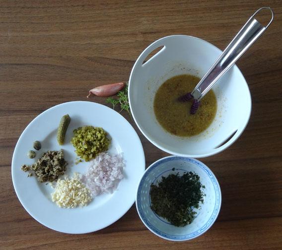 vinaigrette et reste des ingrédients pour sauce ravigote