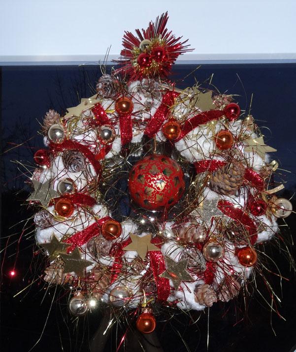 couronne de Noël suspendue