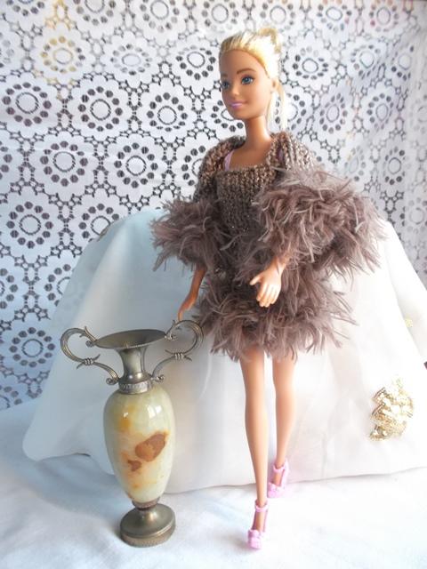 un ensemble robe et boléro chic pour Barbie